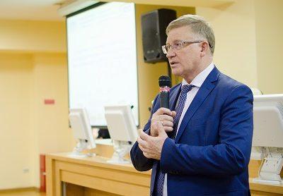 Ректор ЮУрГУ наградил лучших сотрудников ИЛиМК
