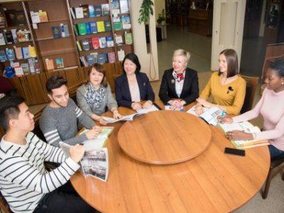 ЮУрГУ приглашает иностранных студентов на программу профпереподготовки по русскому языку